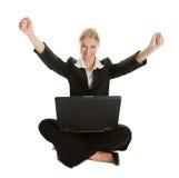 Mujer de negocios que celebra éxito Fotos de archivo