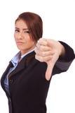 Mujer de negocios que gesticula los pulgares abajo Foto de archivo