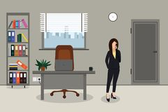 Mujer de negocios que habla en el teléfono en oficina libre illustration