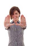 Mujer de negocios que hace el marco de las manos Foto de archivo libre de regalías