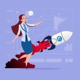 Mujer de negocios que mira que vuela a Rocket New Startup Strategy Concept Fotos de archivo