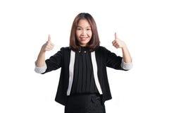 Mujer de negocios que muestra el pulgar encima de la sonrisa de la muestra de la mano feliz en pizca Imagenes de archivo