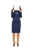 Mujer de negocios que oculta detrás de la hoja del papel en blanco Imagen de archivo libre de regalías