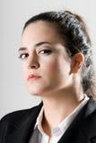 Mujer de negocios que parece seria Foto de archivo libre de regalías