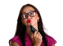 Mujer de negocios que piensa para llamar alguien Fotos de archivo