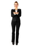 Mujer de negocios que presenta algo en las manos vacías Imagen de archivo libre de regalías