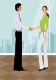 mujer de negocios que sacude las manos con un hombre en oficina Imagenes de archivo