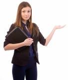 Mujer de negocios que señala al espacio abierto Imagen de archivo libre de regalías