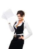 Mujer de negocios que se coloca con la pila de papeles Fotos de archivo libres de regalías