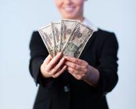 Mujer de negocios que soporta dólares Foto de archivo libre de regalías