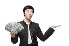 Mujer de negocios que sostiene el dinero Fotografía de archivo