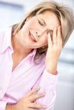 Mujer de negocios que tiene tensión Fotografía de archivo