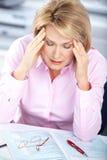 Mujer de negocios que tiene tensión Foto de archivo libre de regalías