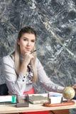 Mujer de negocios que trabaja en la oficina Imágenes de archivo libres de regalías