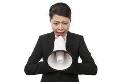 Mujer de negocios que usa un megáfono Imagen de archivo
