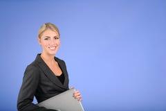 Mujer de negocios rubia bastante joven Imagen de archivo libre de regalías