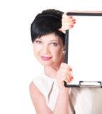 Mujer de negocios sonriente con el espacio en blanco Fotos de archivo libres de regalías