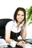 Mujer de negocios sonriente en oficina. Imagenes de archivo