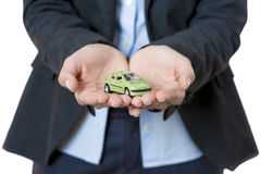 Mujer de negocios y coche miniatura Fotos de archivo libres de regalías