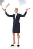 Mujer de negocios y papel del vuelo Fotos de archivo