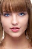 Mujer de ojos azules atractiva Fotografía de archivo libre de regalías