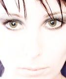 Mujer de ojos verdes hermosa imagen de archivo libre de regalías