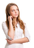 Mujer de pensamiento sonriente que mira en copyspace Fotos de archivo