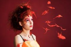 Mujer de Phoenix Plumas del retrato y del vuelo de la chica joven Fotografía de archivo