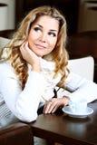 Mujer de reclinación Foto de archivo libre de regalías