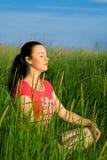 Mujer de relajación Imagen de archivo libre de regalías