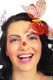 Mujer de risa con el ladybug en su nariz Foto de archivo