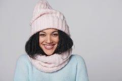 Mujer de risa del invierno de la raza mixta Imagen de archivo