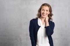 Mujer de risa feliz fotos de archivo libres de regalías