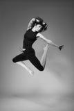 Mujer de salto atractiva imagenes de archivo