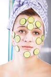 Mujer de Skincare con la máscara de la belleza Imágenes de archivo libres de regalías