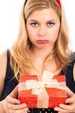 Mujer decepcionante con el regalo Fotografía de archivo