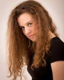 Mujer del adolescente con Ginger Hair rizado largo Imagenes de archivo