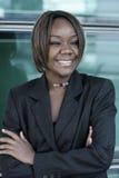 Mujer del afroamericano en oficina Imagenes de archivo
