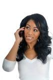 Mujer del afroamericano que charla en el teléfono foto de archivo