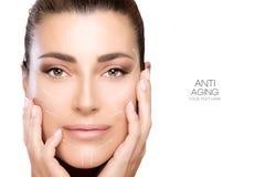 Mujer del balneario de la cara de la belleza Cirugía y concepto antienvejecedor Imagen de archivo libre de regalías