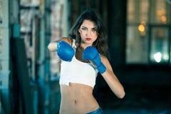 Mujer del boxeo Fotos de archivo libres de regalías