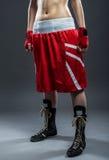 Mujer del boxeo en el vestido rojo, foto del detalle fotografía de archivo libre de regalías