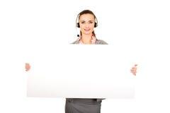 Mujer del centro de atención telefónica que sostiene la bandera vacía Foto de archivo