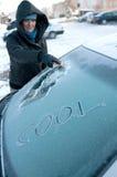 Mujer del coche del invierno Fotografía de archivo
