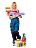 Mujer del constructor con el papel pintado Imágenes de archivo libres de regalías