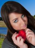 Mujer del corazón del día de tarjetas del día de San Valentín Imagen de archivo