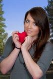 Mujer del corazón del día de tarjetas del día de San Valentín Imagen de archivo libre de regalías