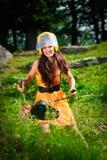 Mujer del cortacéspedes en un parque Imágenes de archivo libres de regalías