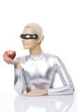 Mujer del Cyber con una manzana Fotos de archivo libres de regalías