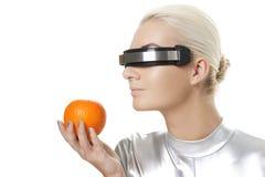 Mujer del Cyber con una naranja Foto de archivo libre de regalías